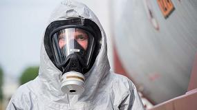 Foto de El mono Tychem 6000 F FaceSeal de DuPont protege a los empleados del sector farmacéutico