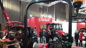 Foto de SIMA 2019: Basak iza la bandera turca en sus tractores