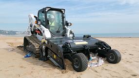 Foto de El limpiador de arena Bobcat combate el peligro del plástico en las playas