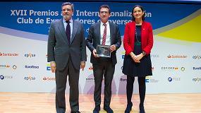 Foto de El presidente de la empresa vallisoletana Toro Equipment recoge el Premio a la Internacionalización 2019 de manos de la ministra de Industria