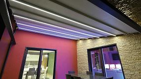 Foto de Gennius Vega de KE, una pérgola de aluminio con luces integradas