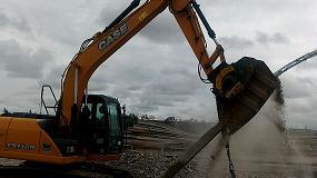 Foto de Con las unidades MB Crusher, postes, hormigón armado y traviesas se trituran y reciclan directamente en la obra