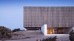 Foto de Gabarró viste de madera termotratada Lunawood dos proyectos del arquitecto Marià Castelló