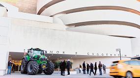 Foto de Un tractor Deutz-Fahr luce en la puerta del Guggenheim de Nueva York