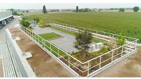 Foto de Una cubierta verde y transitable en el edificio de oficinas de la sede de Isopan en Italia