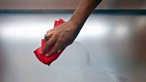 Foto de Novomat frente al vidrio mate común, ventajas de utilizar un material activo