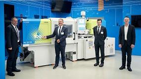 Foto de KraussMaffei entrega la máquina de moldeo por inyección número 100 a Polycom
