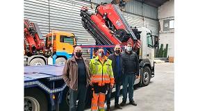 Foto de Transgrúas entrega a Artés Motor una grúa Fassi F545RA.2.28