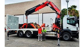 Foto de Transgrúas entrega una grúa Fassi F345RB montada en un portamaquinaria hecho a medida