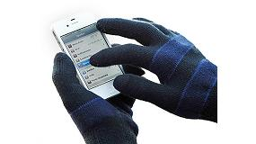 Picture of Dactilia, a glove to handle tactile screens in conditions of cold
