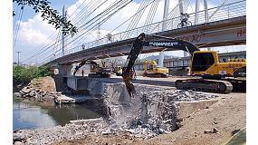 Foto de Martillos hidr�ulicos y mordazas demoledoras Atlas Copco en un delicado proyecto de demolici�n en Brasil