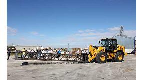 Fotografia de Demostraci� de maquin�ria agr�cola Caterpillar en les instal�lacions de Torsan