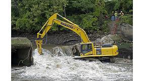 Foto de Los martillos de Atlas Copco trabajan bajo el agua en la demolici�n de presas del r�o Cuyahoga en Ohio