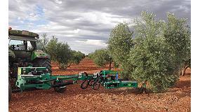 Foto de Bautista Santillana presenta la versión trasera de su vibrador de troncos de olivo