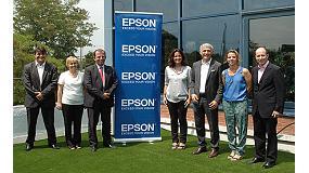 Foto de La alcaldesa de Sant Cugat del Vallès, Mercè Conesa, visita las instalaciones de Epson