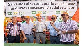 Foto de Multitudinario reparto de fruta en Madrid en protesta por el veto de Rusia a las exportaciones europeas