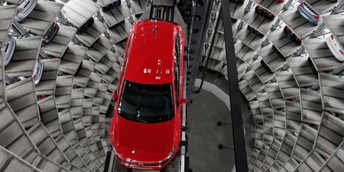 Posibilidades de nuevos materiales para la industria de automoci�n. Los composites: un reto