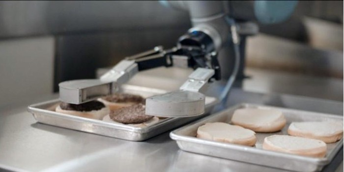 Flippy, el robot que prepara hamburguesas