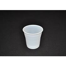 Vasos de plástico blancos