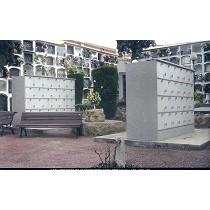 Dos columbarios de 48 cinerarios cada uno