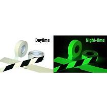 Cinta de marcaje fotoluminiscente anti-deslizante