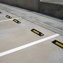 Topes de aparcamiento
