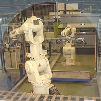 Célula robotizada de punzonado, plegado y manipulación