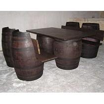 Sillones y mesa de barricas