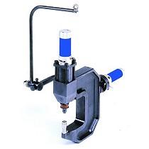 Máquina de clinchado oleoneumática