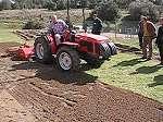 Enterradora de piedras o preparadora de terrenos dairon durante meeting distribuidores ILAGA vid3