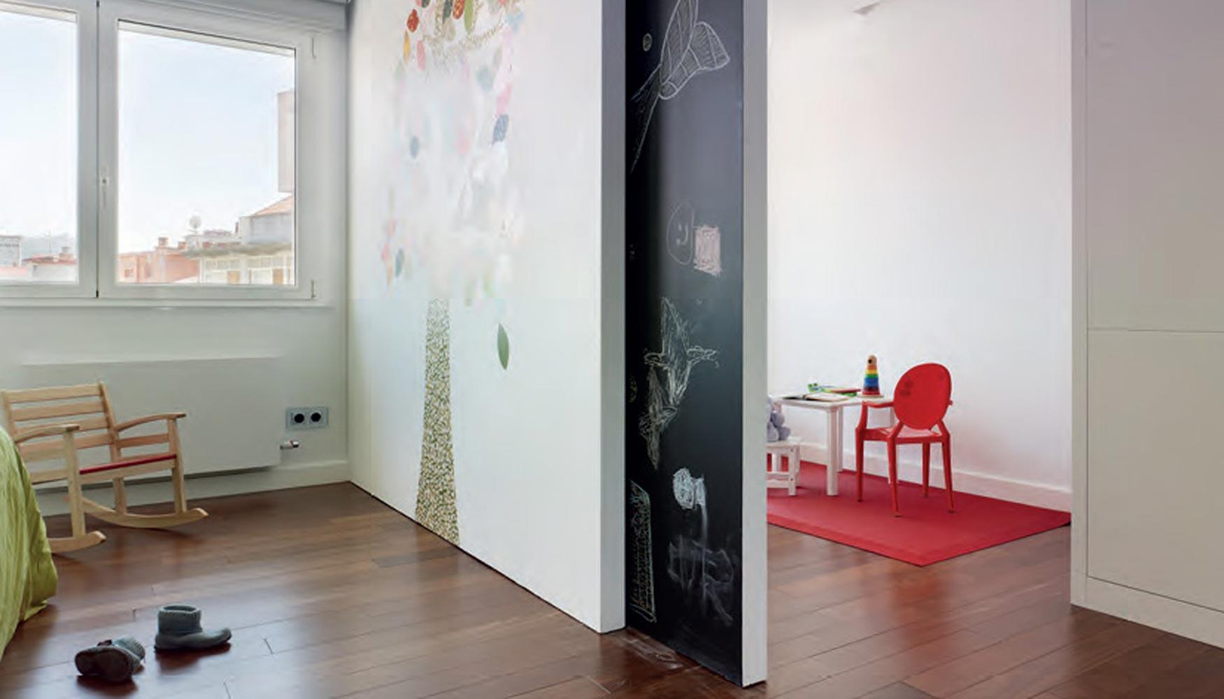 Klein transforma espacios oscuros en luminosos gracias a - Paneles para separar espacios ...