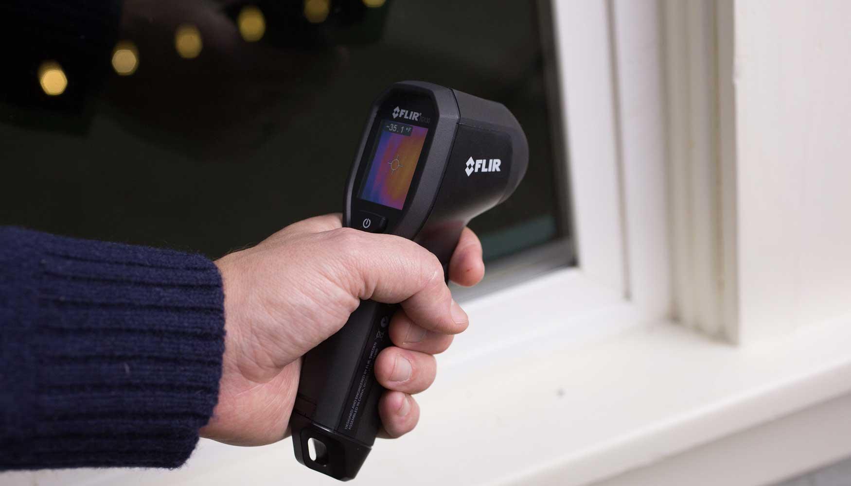 La TG130 de Flir ayuda a las familias a reducir gastos energéticos ...