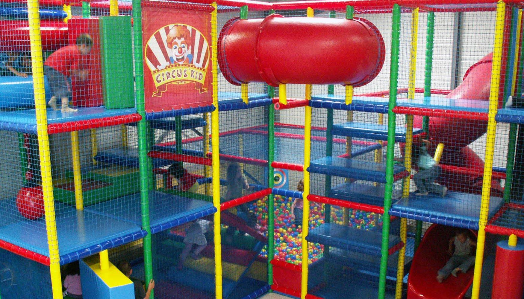 ejemplo de instalacin de un parque infantil de icolandia en un centro comercial
