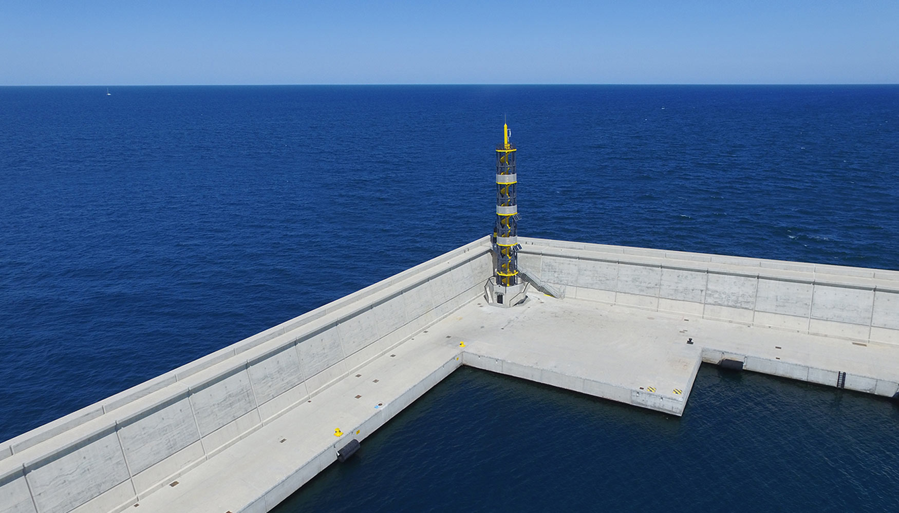 El nuevo faro del puerto de valencia recibe el premio a la - Laydown puerto valencia ...