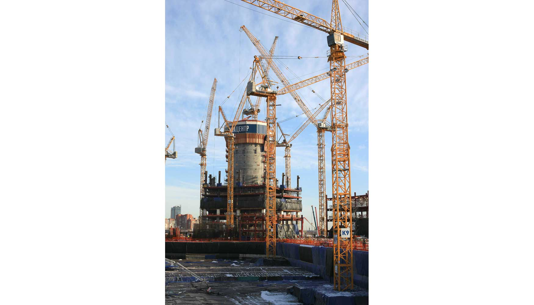 diez gras torre de liebherr trabajan en la construccin del edificio ms alto de europa