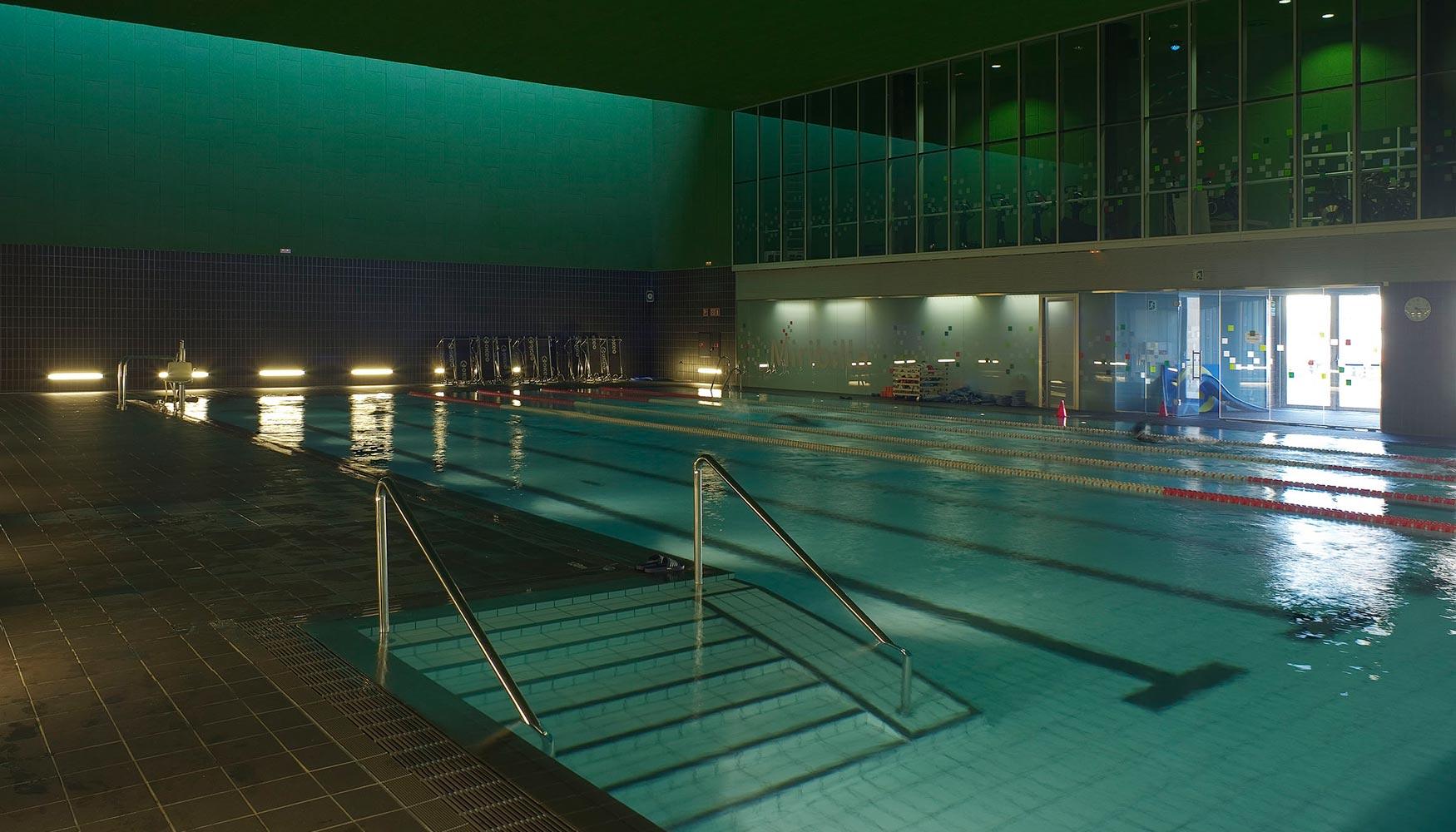 Bilbao arena un complejo de bajo consumo energ tico con for Pqs piscinas y consumo