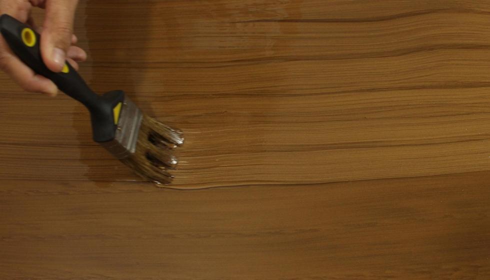 C mo lograr vetas efecto madera con pintura bruguer - Esmalte para madera ...