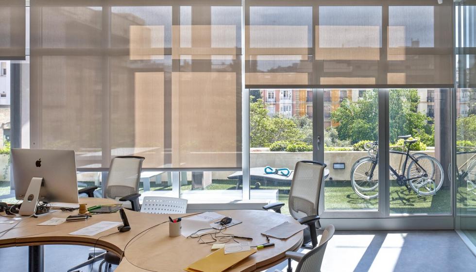 Innovaci n en estores enrollables de interior decoraci n for Estores para oficinas