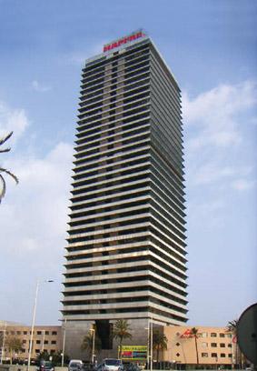 La torre mapfre de barcelona se encuentra al 95 de su for Oficina central de mapfre
