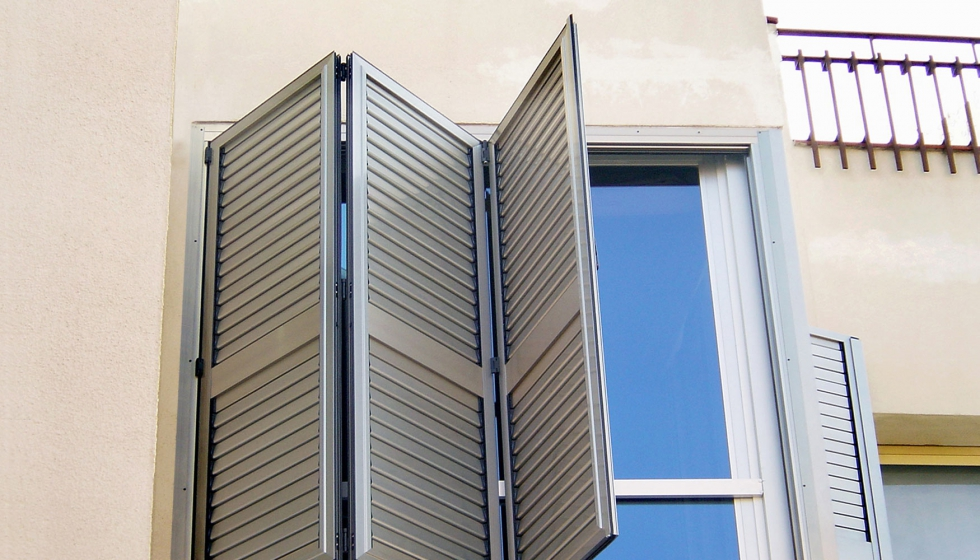 Sistemas de puertas y ventanas plegables espo con for Ventanales plegables