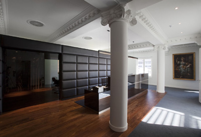 Un despacho de abogados inspirador oficinas y centros de negocio for Fotos despachos modernos