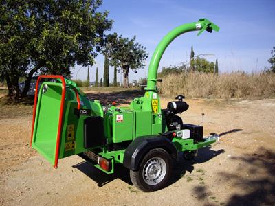 Atica maquinaria apuesta por la jardiner a especializada a for Jardineria maquinaria