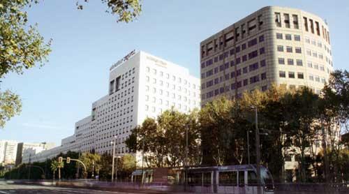 L illa diagonal el gigante tumbado oficinas y centros - Centro comercial illa ...