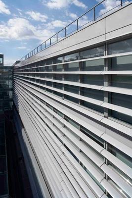 Parasoles eficientes y de dise o para fachadas for Parasoles arquitectura