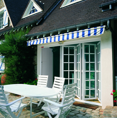 Las terrazas cobran protagonismo cerramientos y ventanas - Puertas correderas terraza ...