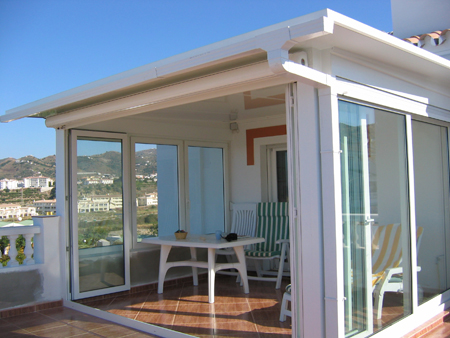 Las terrazas cobran protagonismo cerramientos y ventanas - Como cerrar una terraza ...