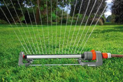 El riego bajo control ferreter a for Aspersores de agua para jardin