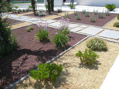 Pavimentos para jard n combinaci n de practicidad y for Articulos decorativos para jardin