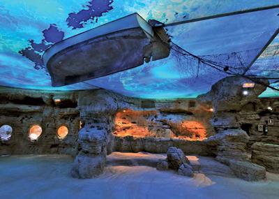 los techos del acuario de palma de mallorca sumergen a los visitantes en el universo de los fondos submarinos