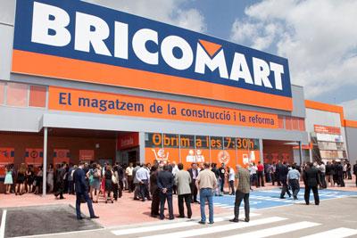 Abre sus puertas al p blico un nuevo almac n de bricomart for Puertas bricomart